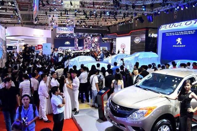 Lượng ô tô nhập khẩu về Việt Nam đầu năm 2019 tăng mạnh.