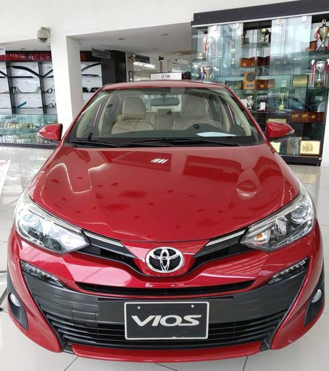 Mẫu xe hot Toyota Vios cũng được áp dụng giảm giá 40 triệu cùng nhiều khuyến mãi hấp dẫn.