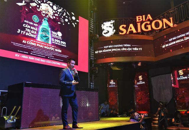 Ông Hoàng Đạo Hiệp - Phó tổng Giám đốc phụ trách Marketing của SABECO giới thiệu về chương trình khuyến mãi khủng nhất năm 2019 của Saigon Special.