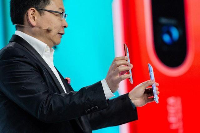 Theo tính toán của các giám đốc quản lý phụ trách marketing và sale dự kiến doanh số smartphone Huawei trong năm 2019 sẽ giảm từ 40 đến 60%.