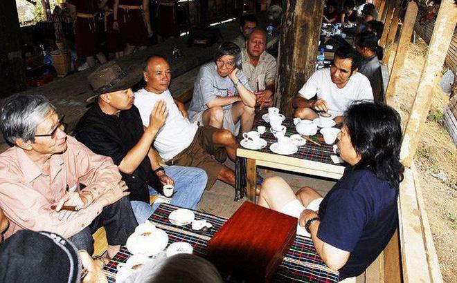 Tranh luận hào hứng giữa Đặng Lê Nguyên Vũ với những người nổi tiếng tại M'đrắk