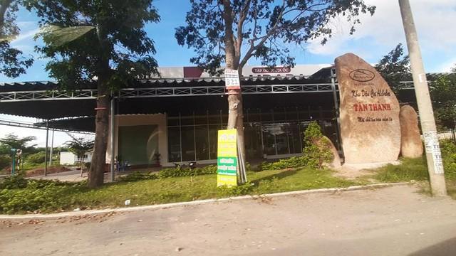 Phía bên ngoài khu đất thị xã Phú Mỹ mới ban hành quyết định cưỡng chế