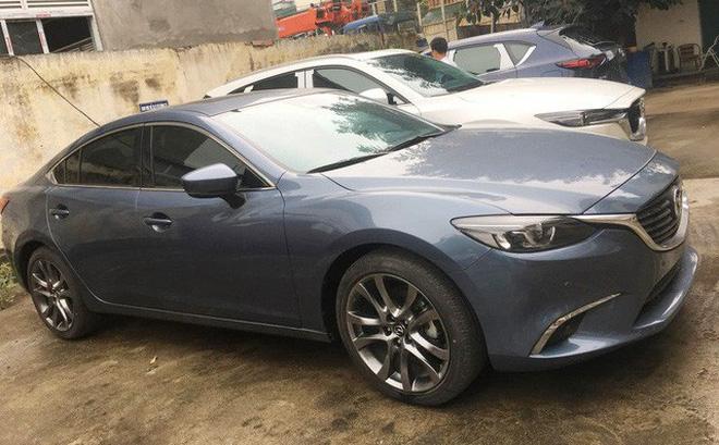 Chiếc Mazda6 tồn kho đang được chào bán tại đại lý. Ảnh: Nguyễn Hà.