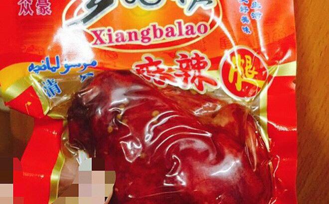 Đùi gà muối hun khói Trung Quốc đang được chị em công sở rất ưa chuộng.