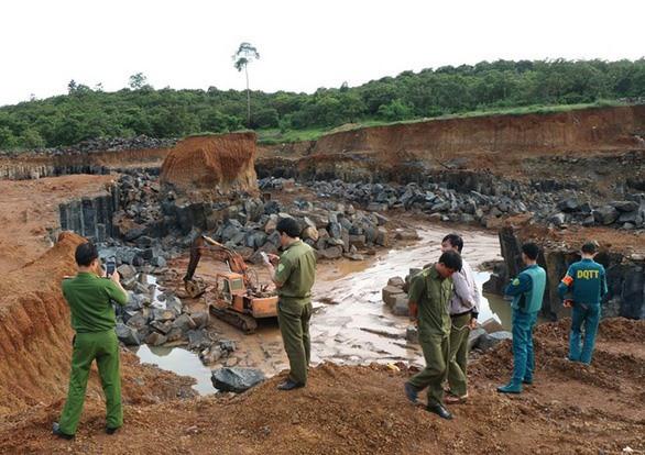 Hiện trường khai thác đá xây dựng trái phép ở huyện Bù Gia Mập. Ảnh: V.T