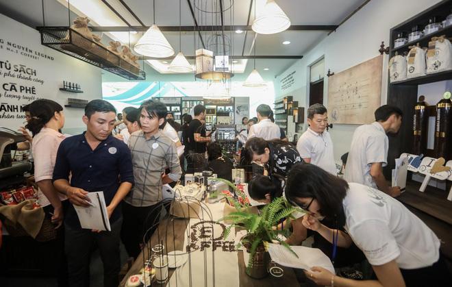 Lễ ra mắt chính thức hệ thống cửa hàng Trung Nguyên E-Coffee thu hút sự tham gia đông đảo người đam mê kinh doanh với ngành cà phê