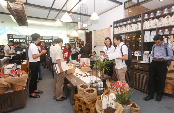 Với hình thức hợp tác linh hoạt, hỗ trợ phí tham gia 0 đồng - Trung Nguyên E-Coffee hoàn toàn hiện diện mọi nơi, phục vụ khách hàng tại mọi khu phố, dân cư, văn phòng… trên toàn quốc.