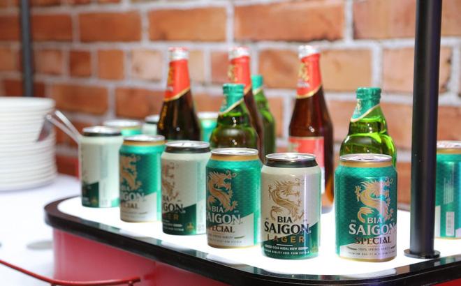 Hình ảnh về diện mạo mới của Bia Saigon được giới thiệu rộng rãi với người tiêu dùng và nhà đầu tư tại sự kiện vinh danh từ tạp chí Forbes Việt Nam