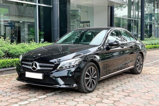 Một chiếc Mercedes-Benz C200 cũ có giá lăn bánh khoảng 1,5 tỷ đồng.
