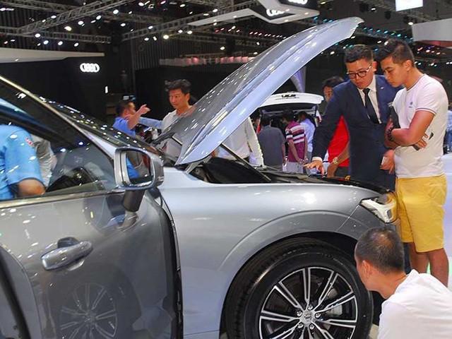 Nguồn cung lớn, tồn kho nhiều, ô tô đại hạ giá khách hàng thoải mái lựa chọn