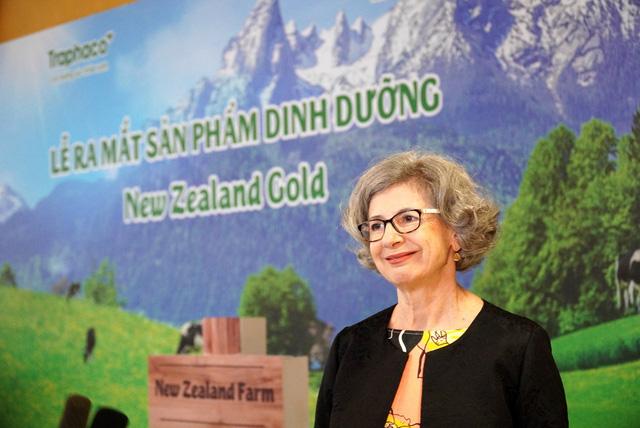 Bà Karlene Davis - Tổng lãnh sự New Zealand phát biểu tại sự kiện ra mắt sữa New Zealand Gold do Traphaco phân phối độc quyền.