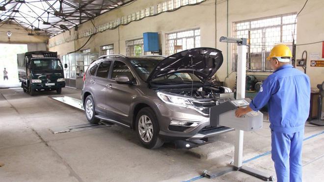 Đối với ô tô sản xuất trên 12 năm thì mỗi lần đăng kiểm chỉ được sáu tháng. Ảnh: Internet