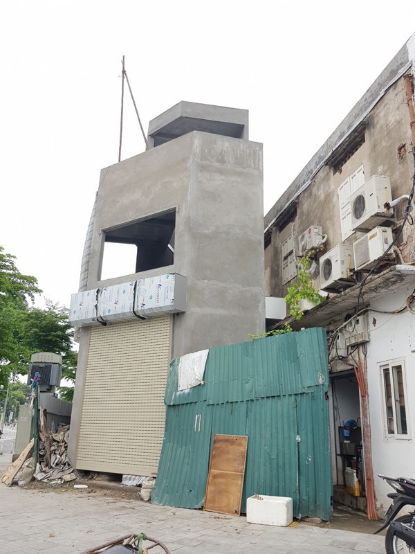 """Đường Nguyễn Đình chiểu kéo dài nằm giữa trung tâm quận Hai Bà Trưng xuất hiện ngôi nhà với hình thù """"quái dị"""" trên khu đất chỉ 20m2."""