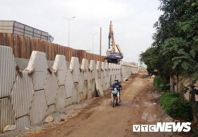 Công trình đường gom cao tốc Pháp Vân - Cầu giẽ đoạn qua huyện Thường Tín. (Ảnh: Mạnh Đoàn)