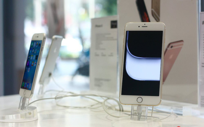iPhone trưng bày tại một siêu thị điện thoại. Ảnh: Hải Đăng