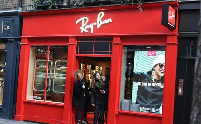Một cửa hàng Ray-Ban. Ảnh Keith Mayhew/SOPA Images/LightRocket via Getty Images