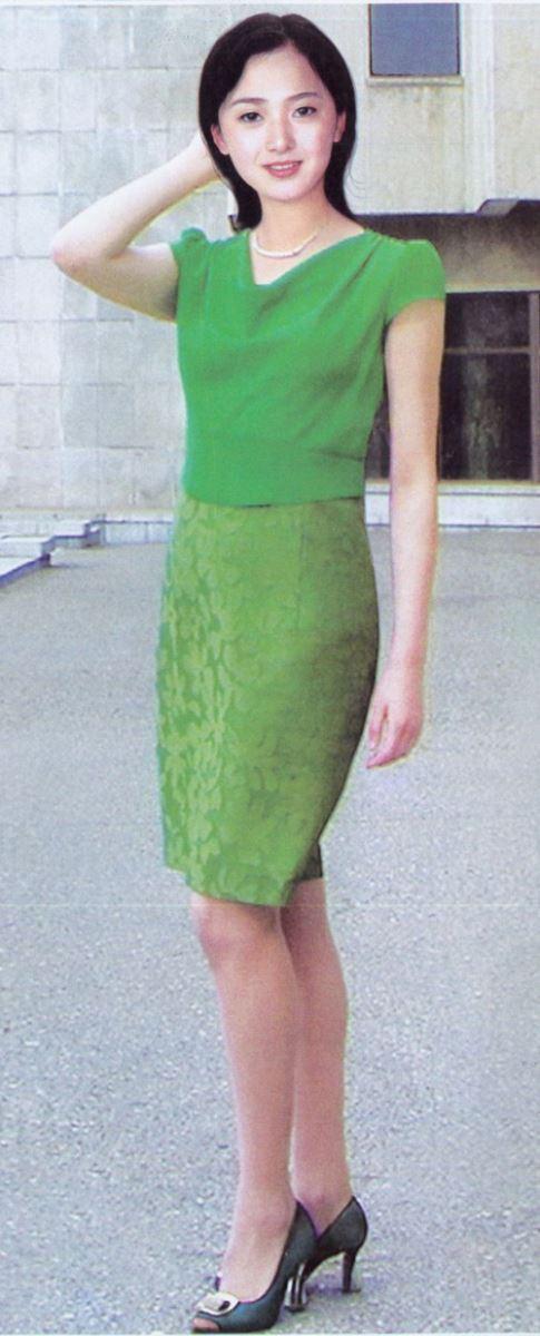 Trang phục nữ giới được đánh giá mang hơi hướng thập niên 90 của thế kỷ trước. Ảnh: Daily Mail
