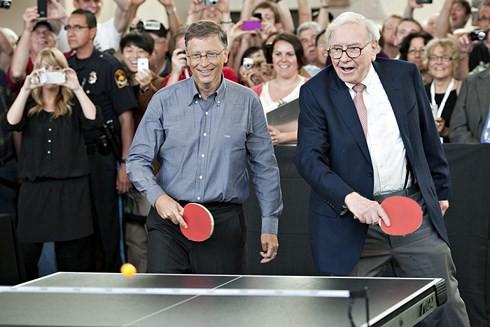 Cả Bill Gates và Warren Buffett đều cam kết dành 99% tài sản cho việc từ thiện.