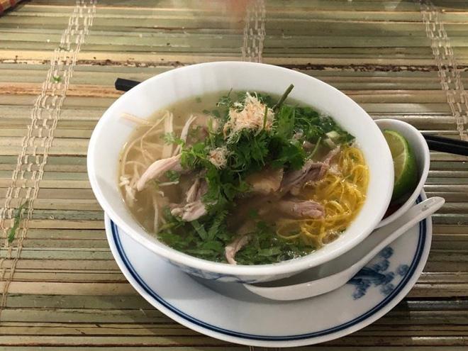 Bún thang là một trong những món ăn truyền thống được lựa chọn mang tới trung tâm báo chí quốc tế. Ảnh: Nguyễn Hà