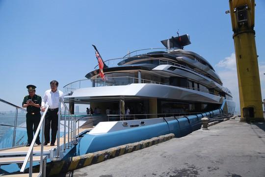 Du thuyền triệu USD của tỉ phú Joe Lewis đang neo đậu tại cảng Tiên Sa Đà Nẵng