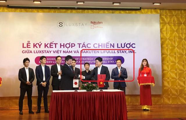 Shark Hưng xuất hiện trong một sự kiện ký kết giữa Luxstay và đối tác. Ảnh: ICTNews.