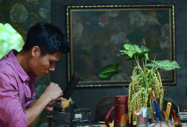 Thuyết phục những người thợ sơn mài và điêu khắc gỗ hợp tác với Xưa là công việc khó nhất.