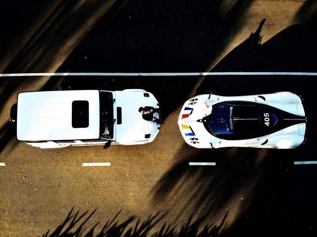 Mercedes-AMG G 63 Edition 1 (trái) và Pagani Huayra (phải)