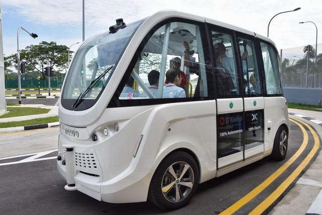 Hình ảnh một chiếc xe bus tự lái của Singapore.