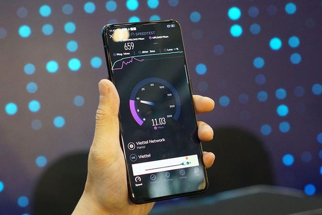 Reno chính là mẫu smartphone đầu tiên được thử nghiệm cuộc gọi 5G ở Việt Nam