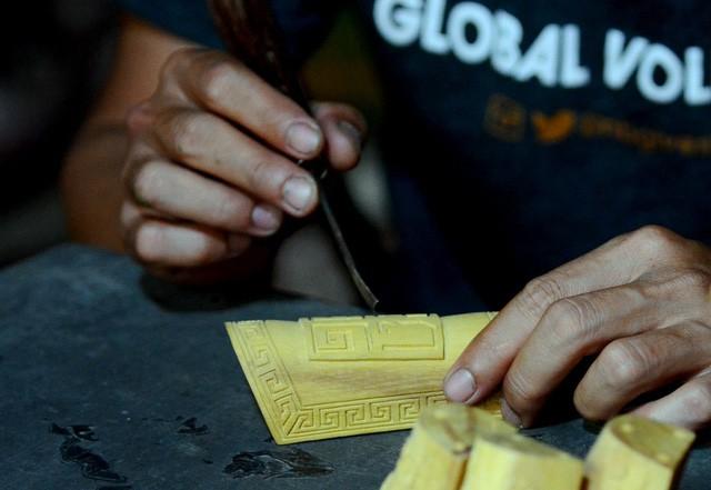 Xưa đã góp phần vực dậy những làng nghề sơn mài và điêu khắc gỗ tại Huế.