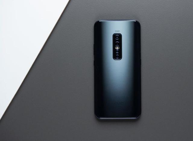 Thiết kế sang trọng, camera độc đáo, cấu hình mạnh mẽ… là những điểm cộng giúp Vivo V17 Pro trở thành ứng cử viên nặng ký trong phân khúc tầm trung.