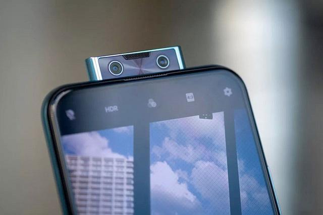 Vivo V17 Pro có camera bật ở cạnh trên.