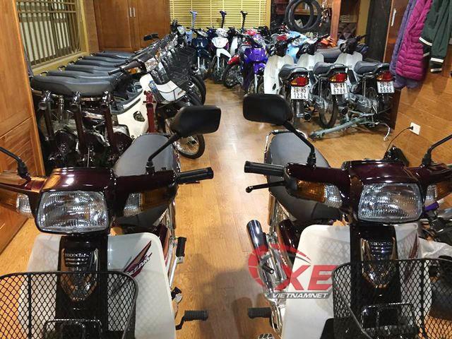 Bộ sưu tập Honda Dream của anh Hưng có đến 100 chiếc Dream Thái hàng hiếm.