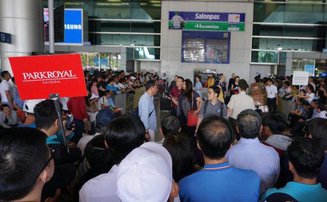 Cảnh đông đúc tại sân bay Tân Sơn Nhất vào dịp cao điểm Tết nguyên đán - Ảnh: Gia Minh