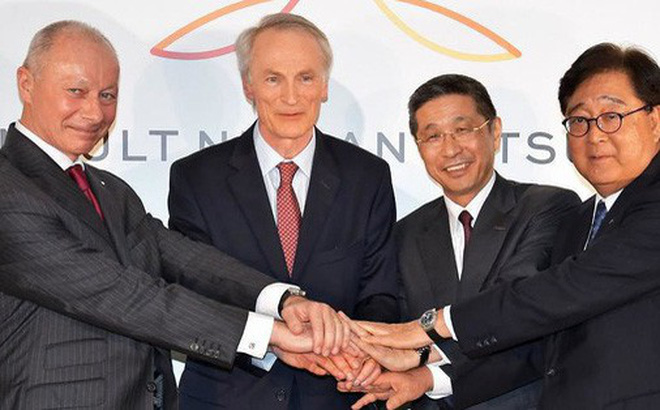 """4 vị lãnh đạo chung tay tạo nên """"khởi đầu mới"""" cho liên minh Renault-Nissan-Mitsubishi. Ảnh: UPI"""