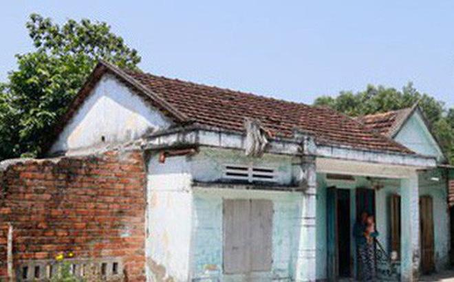 Căn nhà cũ và mảnh vườn hơn 2.000 m2 của vợ chồng ông Phan Đức P. (xã Bình Dương, huyện Thăng Bình, tỉnh Quảng Nam) vừa bán hơn 8 tỉ đồng. Ảnh: TRẦN THƯỜNG