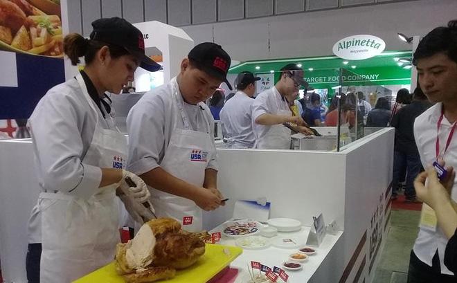 Thực phẩm được giới thiệu trực tiếp với khách tham quan.