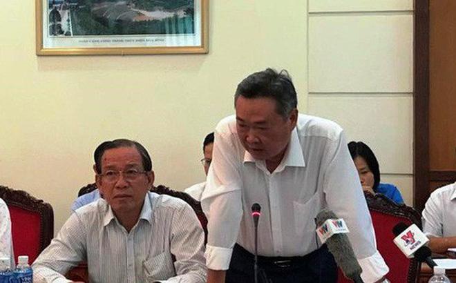 Ông Phạm Quốc Bảo, Tổng Giám đốc Tổng Công ty Điện lực TP.HCM báo cáo với Đoàn ĐBQH TP.HCM . Ảnh: PHƯƠNG THÙY