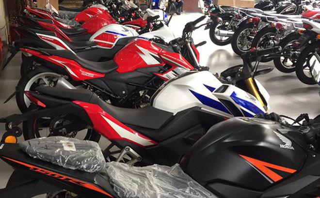 Những mẫu môtô phân khối lớn của Trung Quốc được bày bán tại một cửa hàng xe máy lớn ở TP HCM