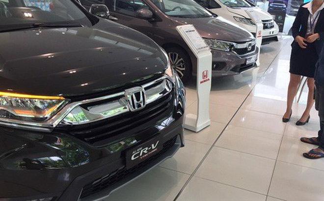 Các hãng liên tục tung ra các chương trình ưu đãi, giảm giá ôtô nhưng giá bán nhìn chung vẫn còn cao so với giá nhập khẩu