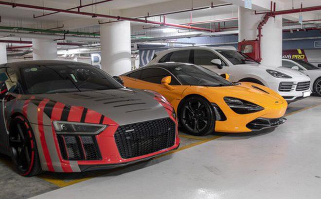"""Nếu như hai mẫu siêu xe này được vị doanh nhân phố núi sử dụng vào cuối tuần, thì hai mẫu xe đến từ nhà Porsche đỗ cạnh lại giúp Cường """"Đô-la"""" sử dụng hàng ngày. Đó chính là chiếc Porsche Cayenne S và Porsche Panamera. Giá trị đều tính bằng tiền tỷ."""
