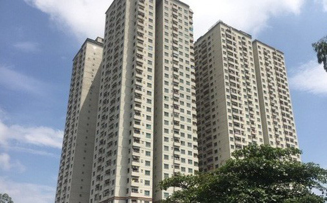Nhiều người dân tại các chung cư trên địa bàn quận Hà Đông, huyện Thanh Trì bất ngờ bị thu hồi và huỷ sổ đỏ do chủ đầu tư vi phạm xây dựng (Ảnh: Hồng Khanh).