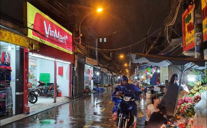Cửa hàng VinMart+ bên trong chợ Bà Hoa (Tân Bình, TP.HCM) - Ảnh: Hải Đăng