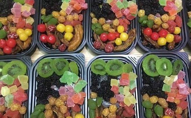 Còn gần 3 tháng nữa mới đến Tết Nguyên đán nhưng các loại mứt Tết trái cây đã được bày bán la liệt trên thị trường