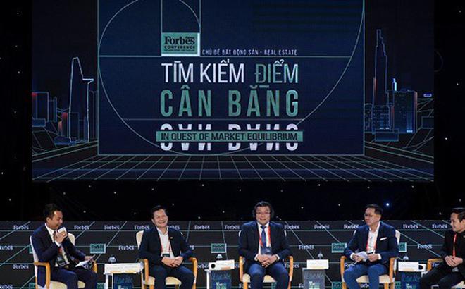 Ông Phạm Thanh Hưng (thứ 2 bên trái sang) tại sự kiện của Forbes. Ảnh: Forbes.