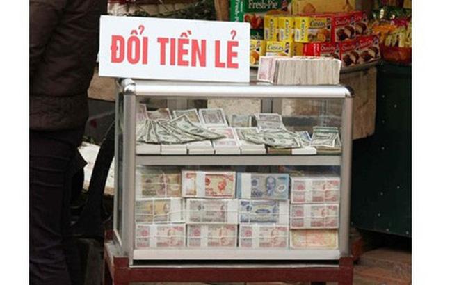 Đổi tiền lẻ, tiền mới mệnh giá thấp. Ảnh: PetroTimes.