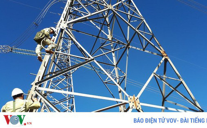 Cần cân nhắc kỹ việc cho phép đầu tư tư nhân làm lưới truyền tải điện (Ảnh minh họa: KT)