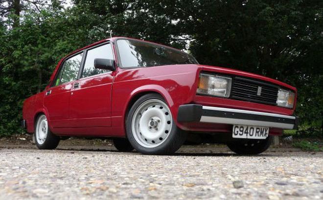 Chiếc Lada đỏ từng là thương hiệu gắn bó với ông Vượng khi ở Ukraine.